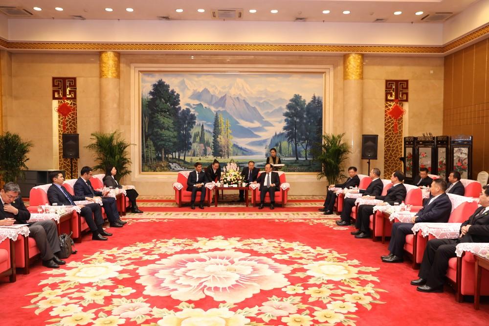 Глава МИД Чингиз Айдарбеков обсудил с председателем Народного Правительства СУАР КНР Шохрат Закиром двусторонние отношения