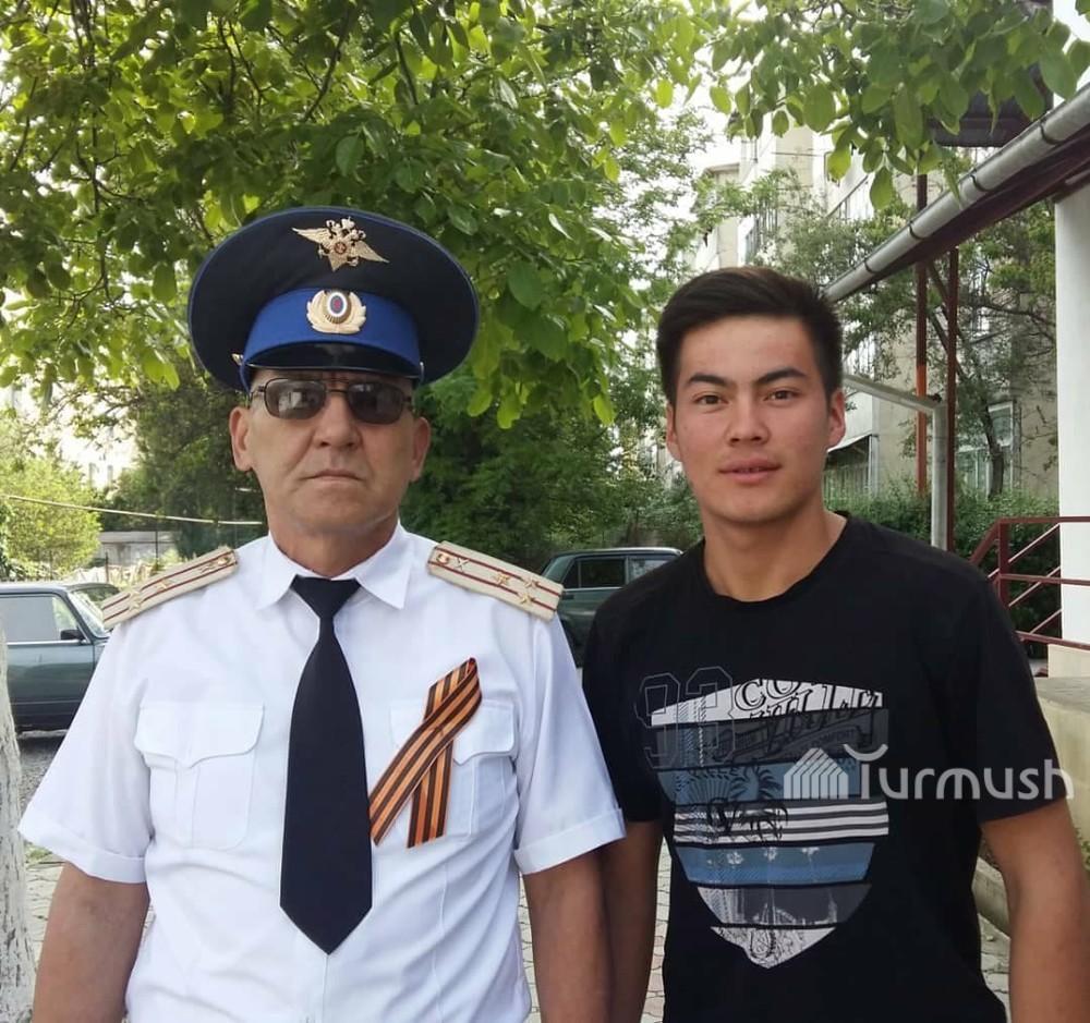 Полковник Үсөнов уулу менен