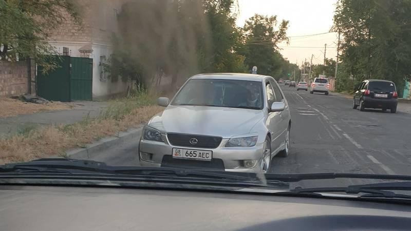 «Лексус» ехал навстречу по односторонней улице Жукеева-Пудовкина. Фото