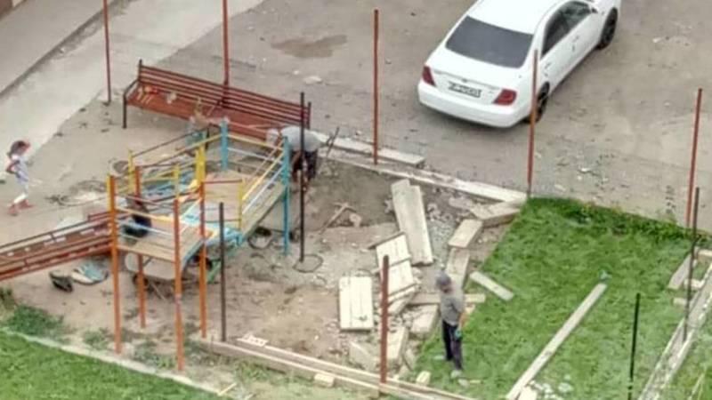 Законно ли строится детская площадка во дворе дома №39 в Джале? - горожанин. Фото