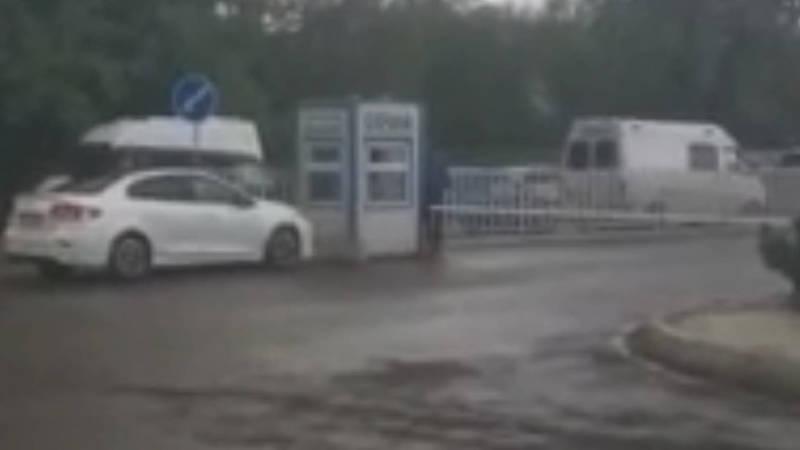Законно ли берут деньги за парковку возле «Газпрома»?- горожанин