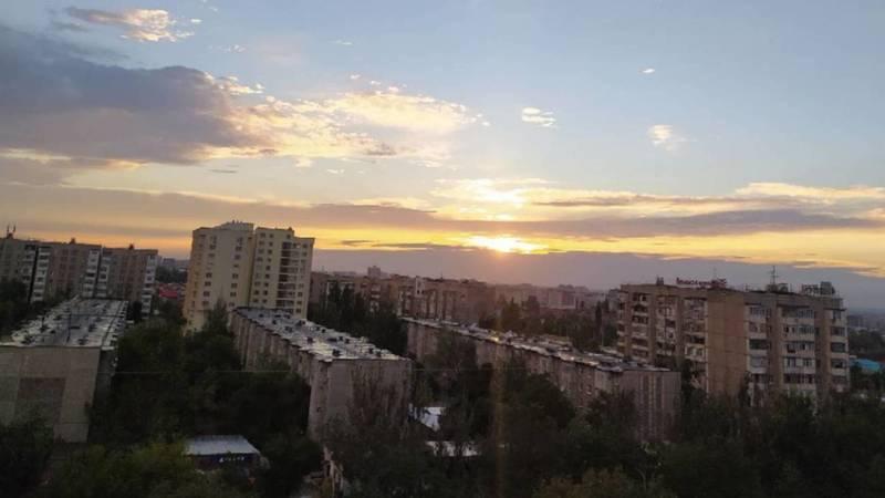 Красивый закат в жилмассиве Кок-Жар. Фото горожанки
