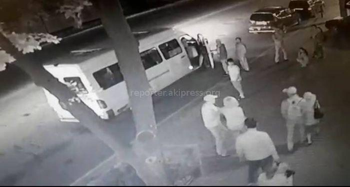 <b>Видео — Водитель бишкекской маршрутки избил женщину</b>