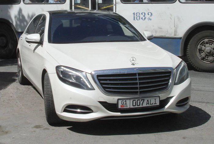 В Бишкеке замечен Mercedes с сомнительным госномером