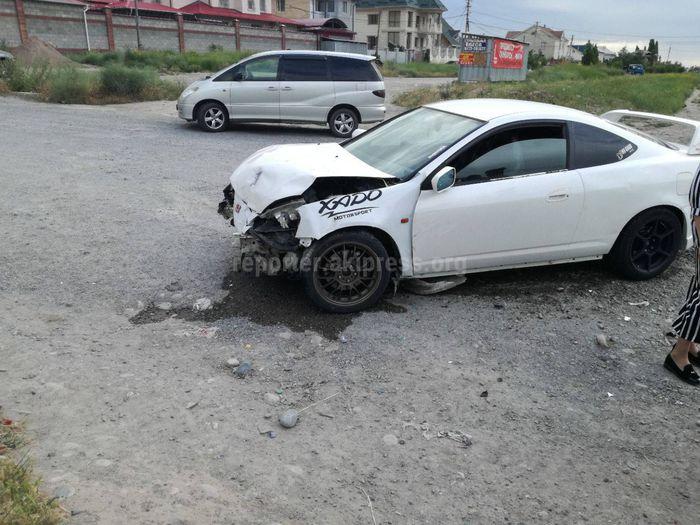 Фото — На участке Южной магистрали произошло ДТП с участием двух машин