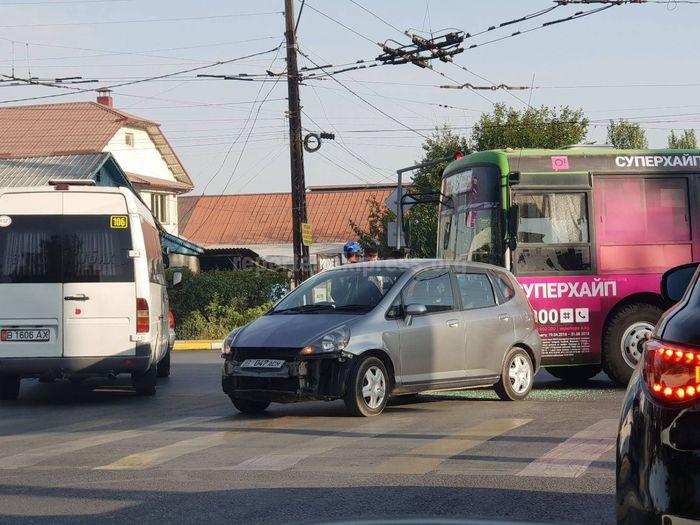 Фото ДТП с участием автобуса и легковушки