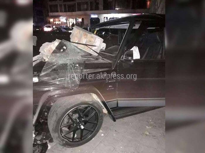 В центре Бишкека «Гелендваген» врезался в дом <i>(фото)</i>