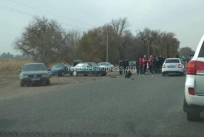 Фото — После ДТП близ Канта машины разбросало в стороны