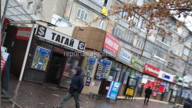 Обменка заблокировала пожарный проезд рядом с домом №150 на ул.Абдрахманова (фото)