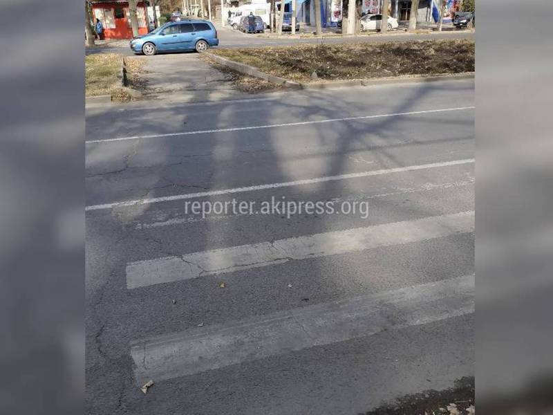 На Жибек Жолу-Эркиндик стерлась «зебра» (фото)