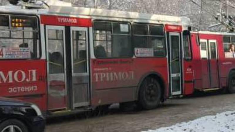 Троллейбусная пробка образовалась на ул. Московская из-за отсутствия электричества на линии