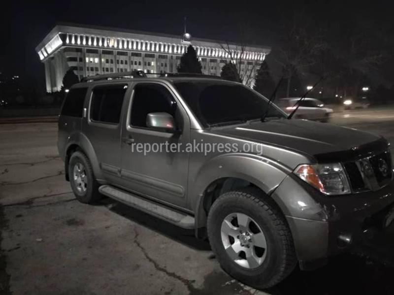 Водитель тонированного «Ниссана», который припарковался на тротуаре возле Белого дома, оштрафован