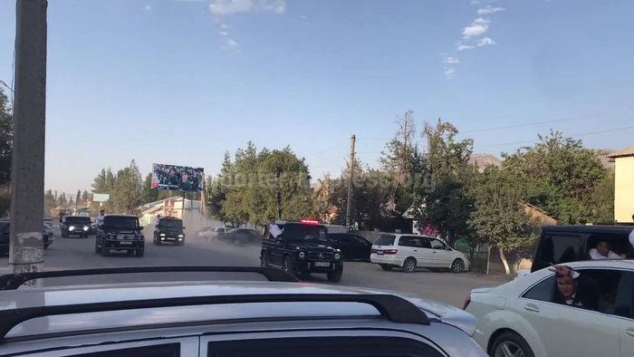 В Кербене участники свадебного кортежа высунулись из окон «Гелендвагенов» и нарушили ПДД перед руководством городской милиции <i>(видео)</i>