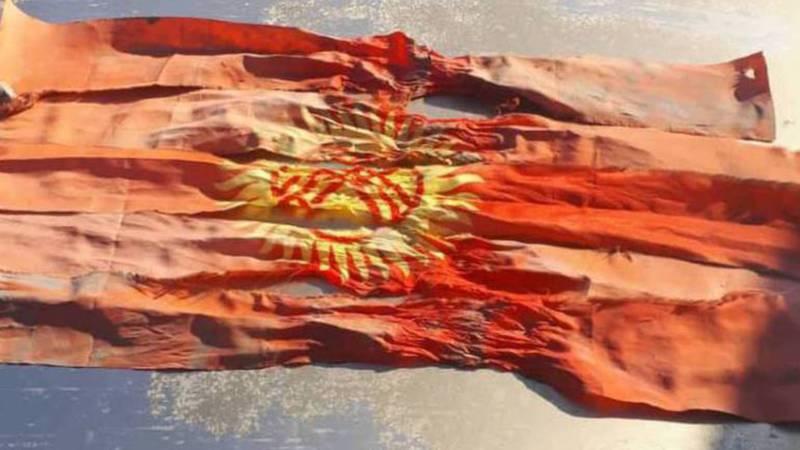 По факту разрезанного на ленточки флага Кыргызстана начата проверка, - ГУВД Бишкек