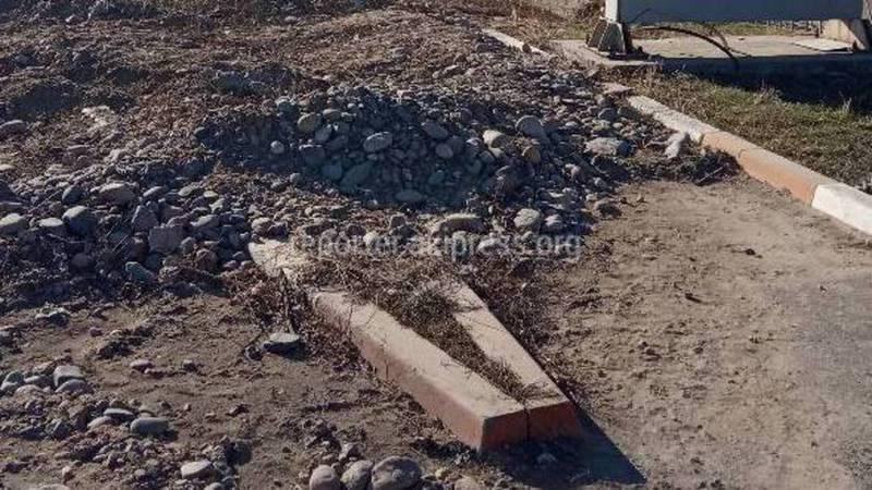 В г.Токмок на улице Султана Ибраимова разрушили тротуар, - местный житель (фото)