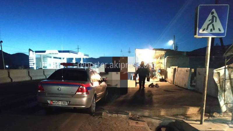 В г.Балыкчы водитель патрульной машины припарковался на «зебре», - очевидец (фото)