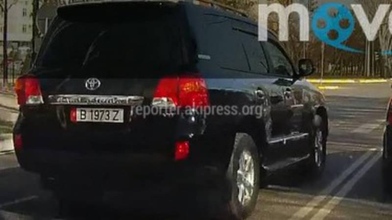 На Ч.Айтматова-Масалиева водитель «Тойоты» проехал на встречной полосе движения, - очевидец (видео)