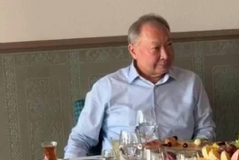Видео — Беглый президент Бакиев ест барашка за праздничным столом