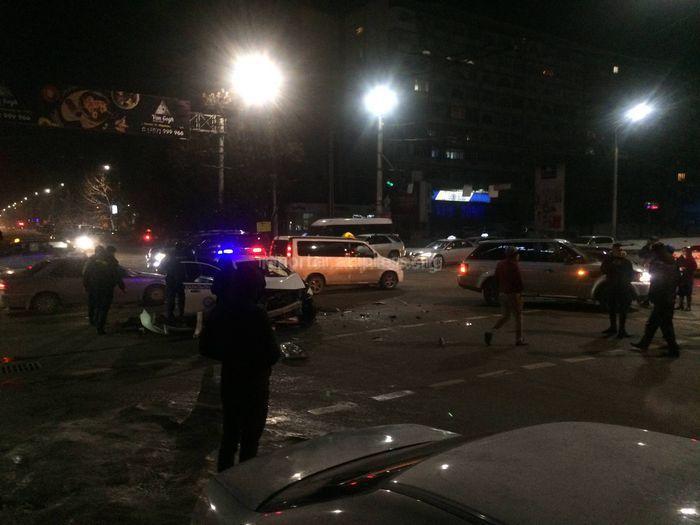 Видео — Столкновение машины ГУВД Бишкека и двух джипов
