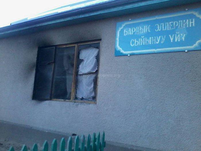 В Каджи-Сае в Иссык-Кульской области сгорел дом молитв баптистов <i>(фото)</i>