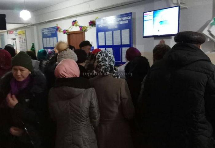 В ЦСМ №12 в Бишкеке образовалась очередь (фото)