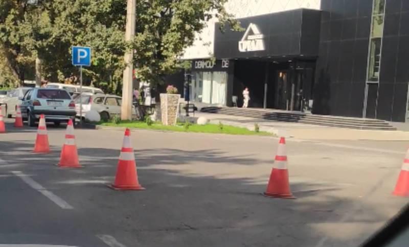На ул.Ибраимова «Дордой плаза» продолжает блокировать проезжую часть дороги, - горожанин (видео)