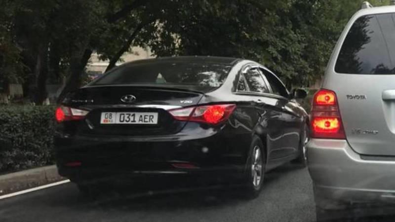 На ул.Московской водитель «Хёндэ» с госномером 08KG 031 AER проехал по встречной полосе (видео)