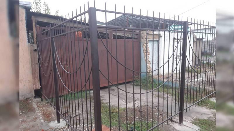 На Патриса Лумумбы СТО захватила муниципальные земли, огородив до тротуара