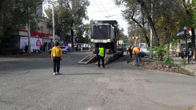 Мэрия просит забрать машины, припаркованные на участке ул.Московской, где начался ремонт