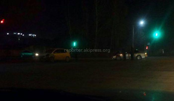 В Бишкеке на Жибек Жолу—Ауэзова произошло ДТП (фото)