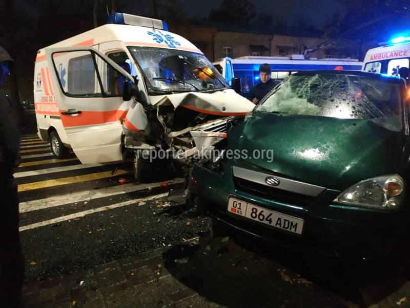 В Бишкеке автомашина скорой помощи вновь попала в ДТП. Есть пострадавшие. Фото, видео
