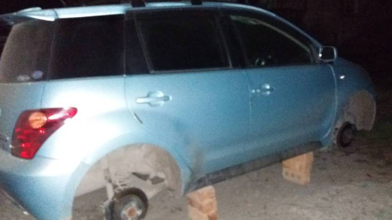 В Шопокове неизвестные ночью сняли с «Тойоты» колеса