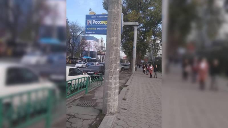 Мэрия: В центре города проведена очистка столбов от рекламных объявлений