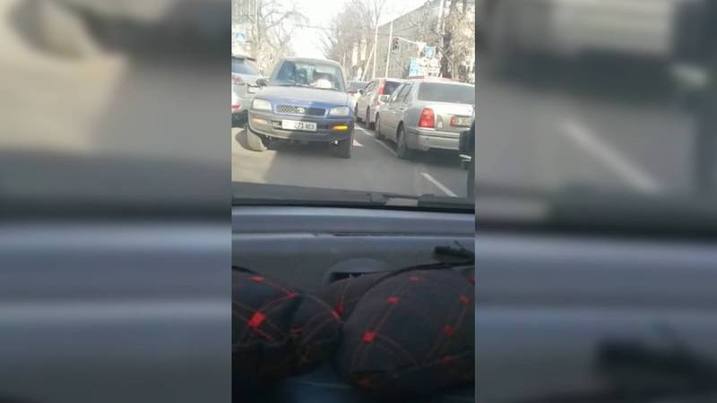 На улице Панфилова «Тойота» ехала по встречной полосе (видео)