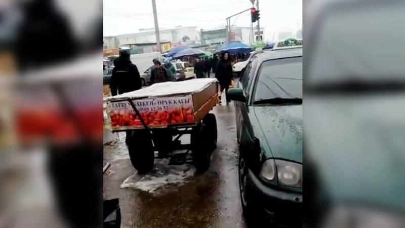 На Киевской-Бейшеналиевой водители не соблюдают ПДД. Видео