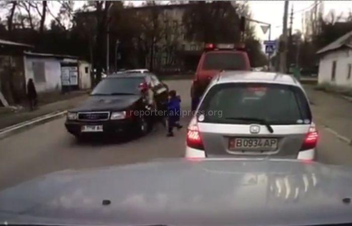 В Бишкеке машина сбила ребенка <i>(видео)</i>