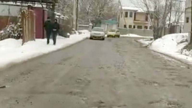 На улице Саадаева в Ак-Босого после прокладки коммуникаций разрушен асфальт, - житель