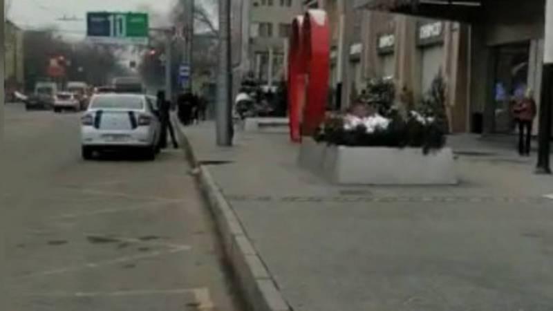 Остановка возле ТЦ «Бишкек Парк» очищена от припаркованных машин, -УПСМ