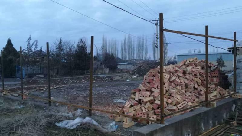 «Бишкекводоканал» составил акт о запрете строительства в близком расстоянии от инженерных сетей на Матисакова-Шералиева