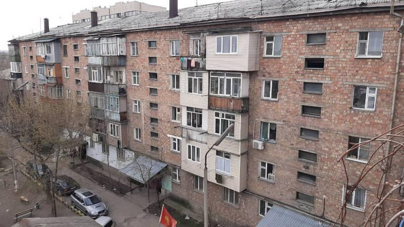 Жители Пишпека жалуются на холод в квартирах: Как сидеть дома в таком холоде?