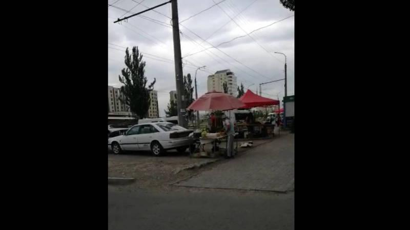 В мкр Нижний Джал развивается уличная торговля. Видео