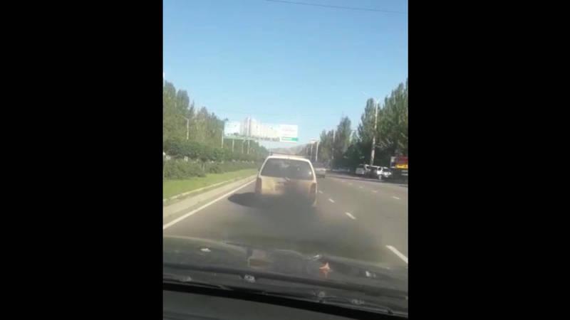 На Южной магистрали выхлопы легкового автомобиля загрязняют воздух