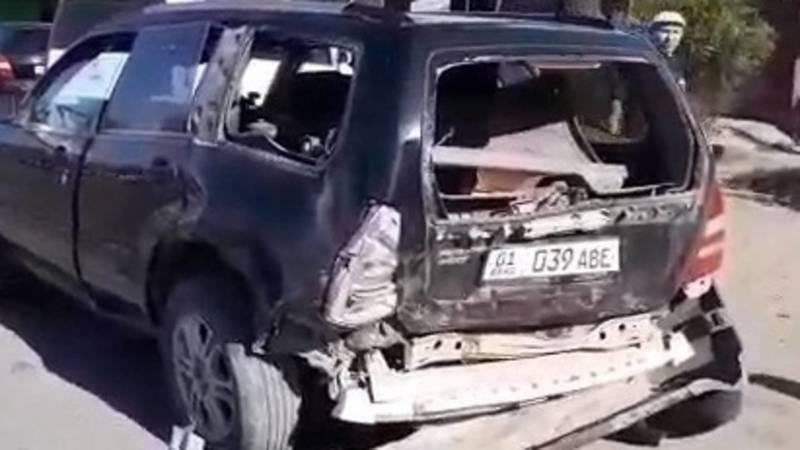 ДТП в Бишкеке. Женщина остановилась купить арбуз, когда в ее авто въехал другой автомобиль