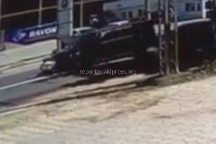 В УОБДД Бишкека рассказали подробности двойного автонаезда на парня