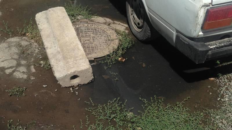 В Свердловском районе забилась канализация, - горожанин Антон. Фото