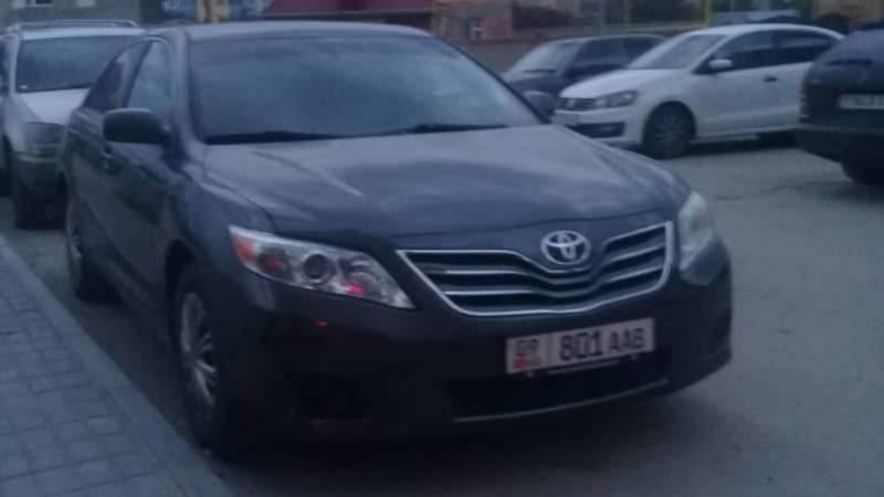 В Бишкеке замечена «Камри» с подложными номерами. Фото