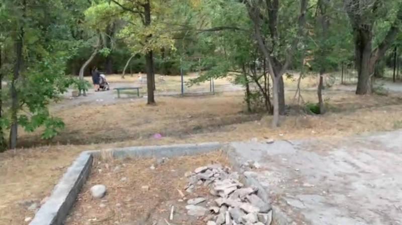 В 8 мкр в парковой зоне хотят построить дом, - горожанин