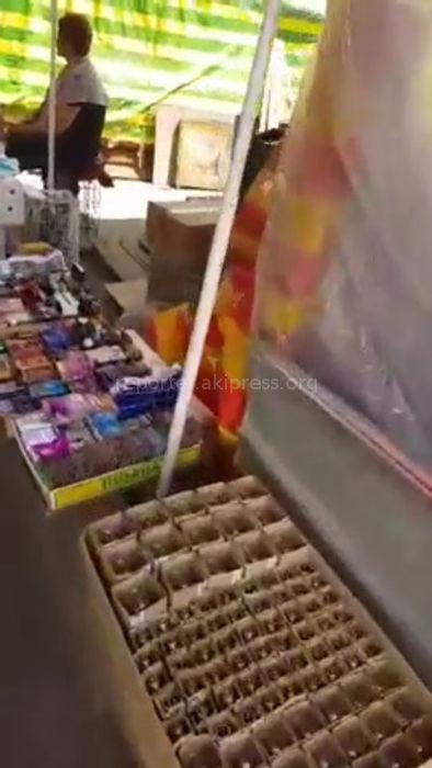 Горожанин просит разобраться со стихийной торговлей на дорогах в районе Ошского рынка (видео)