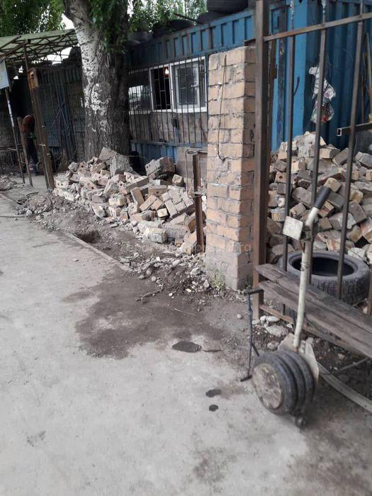 Владелец добровольно демонтировал ограждение с территории тротуара на ул.Лумумбы,- мэрия
