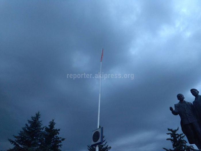 Флаг в парке Каракола в плохом состоянии <i>(фото)</i>